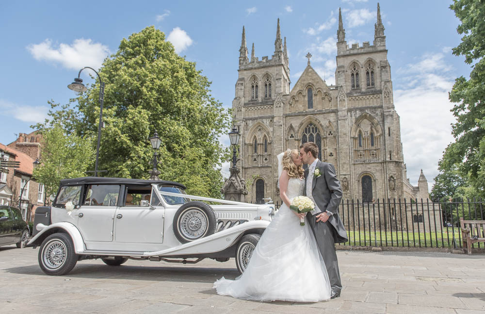 Selby Abbey wedding photograph with bride and groom
